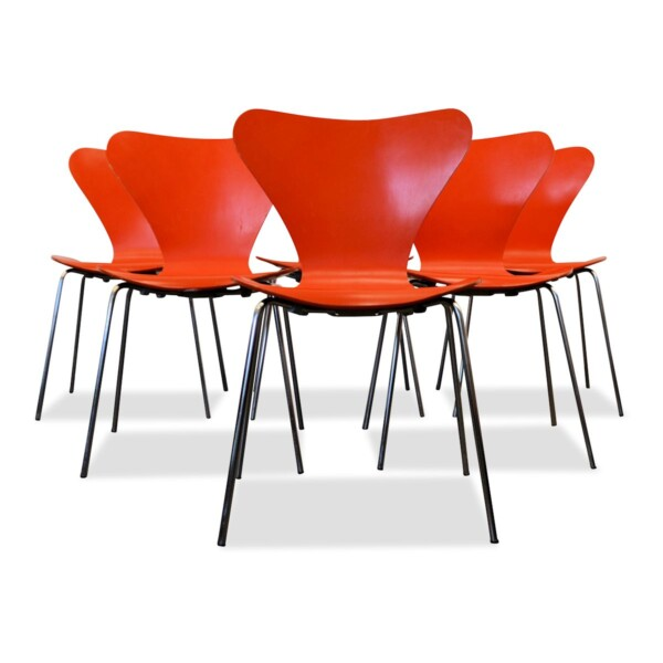 Model 3107 Butterfly Chairs by Arne Jacobsen