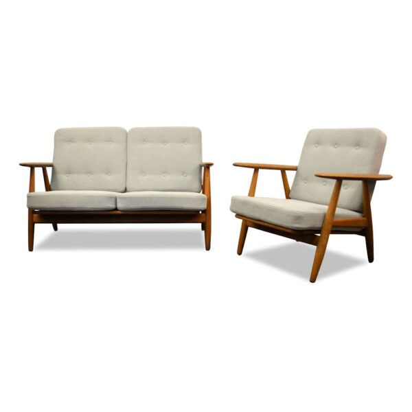 """Hans J. Wegner Two-seater Sofa and Lounge Chair Model GE-240/2 """"Cigar"""""""