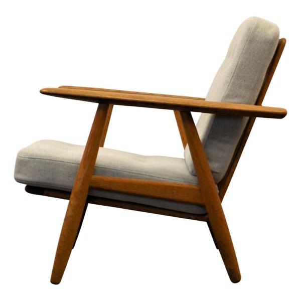 """Hans J. Wegner Lounge Chair Model GE-240 """"Cigar"""" - side"""