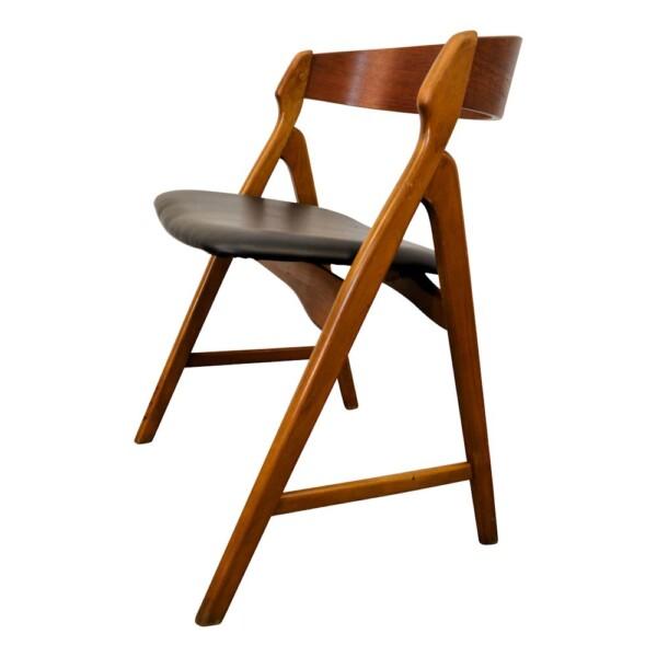 Vintage Henning Kjaernulf Model 71 Dining Chairs - side
