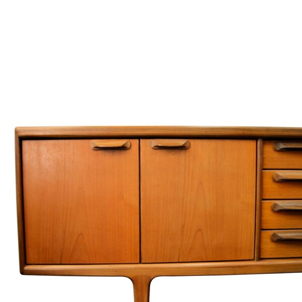 """Vintage """"Younger"""" teak dressoir (detail)"""