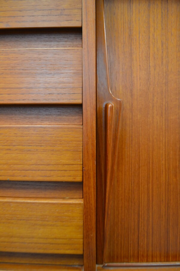 Gunni Omann model 18 teak dressoir (detail)