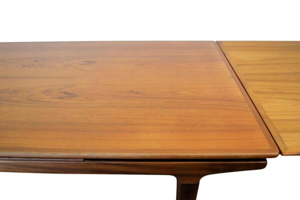 Vintage Teak Dining Table by Johannes Andersen - detail top